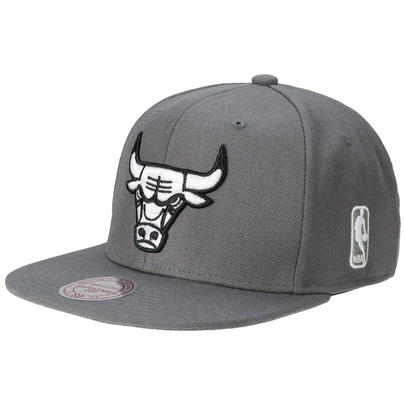B&W Team Base Bulls Cap by Mitchell & Ness  snapback cap